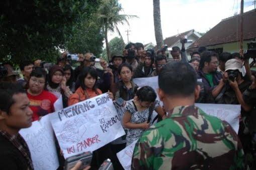 Demonstranten fordern Aufklärung Foto-Quelle: Jakarta Post