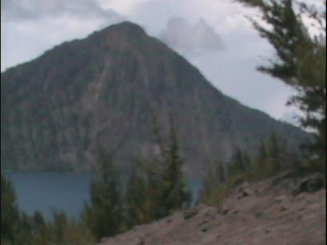 Der von dem großen Ausbruch übriggebliebene Teil eines alkten Vulkans