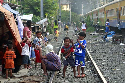 Leben an den Gleisen Foto-Quelle: Jakarta Post