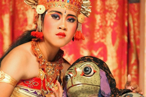 Der Barong-Tanz ist nicht nur Sinnbild des ewigen Kampfes zwischen Gut und Böse. Er ist zugleich Zeugnis für den Erhalt der balinesischen Kultur. Foto: dpa-Zentralbild Fotoquelle: welt.de