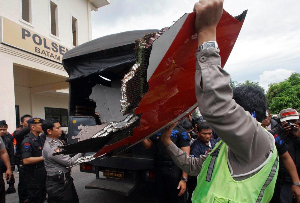 Die Prüfer wollen jetzt die Ursache für die Explosion herausfinden. (Foto: AP) Fotoquelle: ntv.de