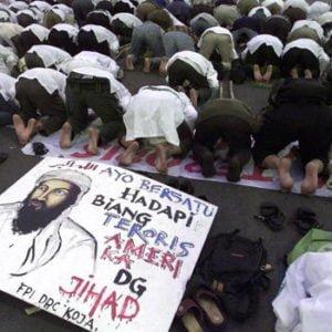 Indonesische Muslime protestieren vor der US-Botschaft in Java. Quelle: ap Fotoquelle: handelsblatt.com