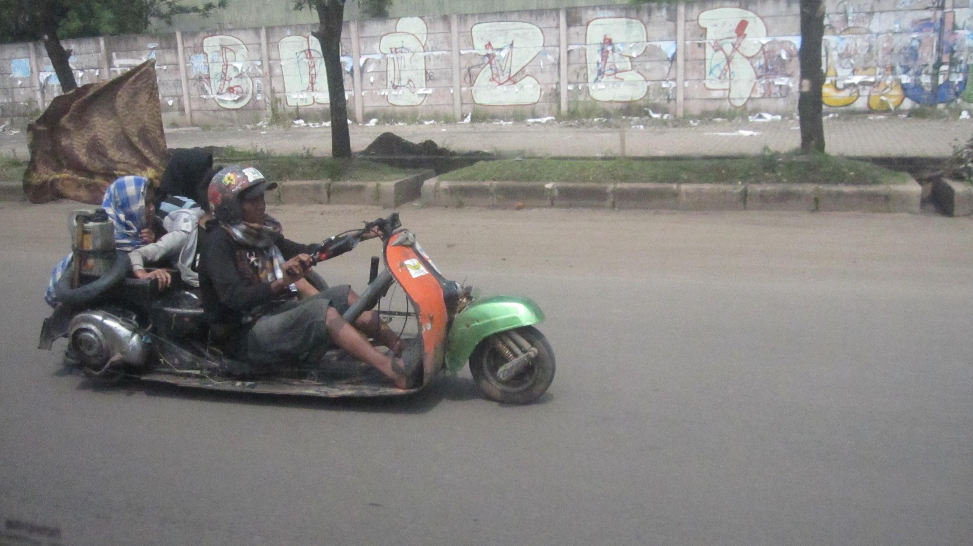 Auch sowas fährt in Jakarta rum