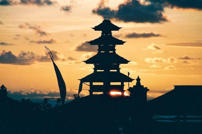 Sonnenuntergangs-Silhouette von Tanah Lot Foto: Bernd Kregel Fotoquelle: epochtimes.de