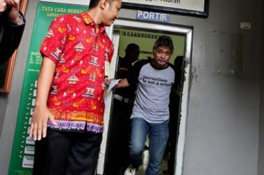Erwin Arnada Herausgeber des Indonesischen Playboy verlässt nach der Urteilsaufhebung das Gefängnis Foto: Jakarta Post