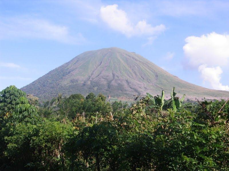 Gunung Lokon, Sulawesi, Indonesia Foto: Tkx