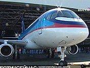 Mit dem kompakten Superjet 100 kehrt Russland auf den internationalen Flugzeugmarkt zurück (Foto: TV/newsru.com) Fotoquelle: aktuell.ru