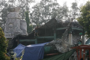 Aufnahmen der eingestürzten Dekoration Foto: JP / R. Berto Wedhatama Fotoquelle: Jakarta Post