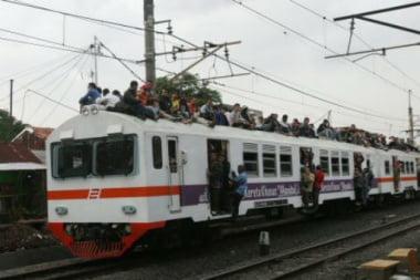 Dachreiter auf der Bahn in Indonesien (AP Photo / Achmad Ibrahim) Photoquelle: Jakarta Post