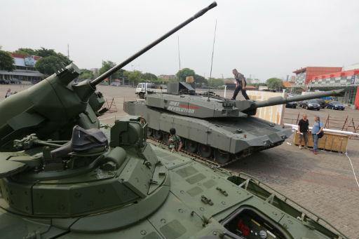 Die beiden aus Deutschland für Testzwecke geliferten Panzer in Jakarta Foto: kompas.com