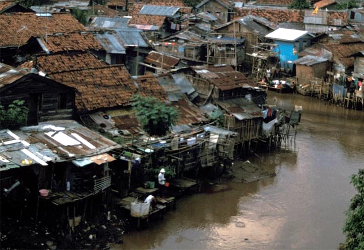 Slums an Jakartas Flüssen