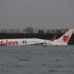 Lion Air Flugzeug landet im Meer