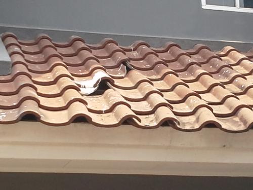 Da ist einLoch im Dach!