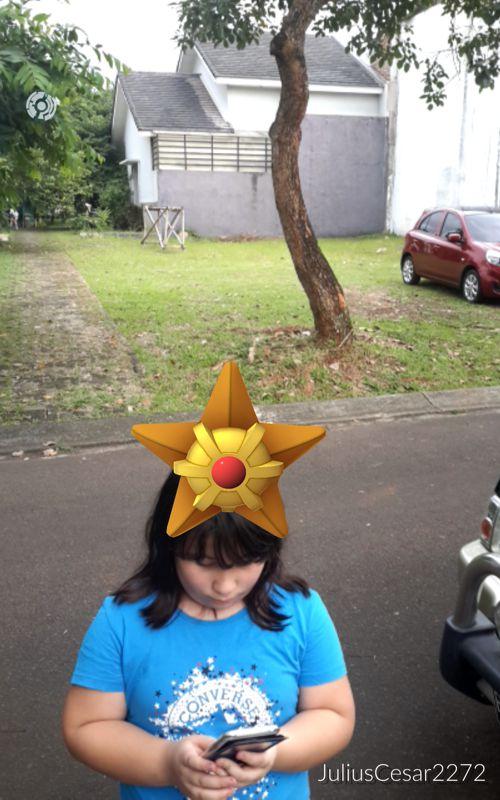 Hier verirrte sich ein Pokémon auf Sarah´s Kopf und ich habe ihn gefangen ;-)