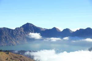 Vulkanausbruch behindert Bali Flüge, Blick in den Krater des Mt. Rinjani