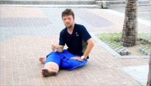 Benjamin Holst bettelt in Indonesien / Screenshot Youtube