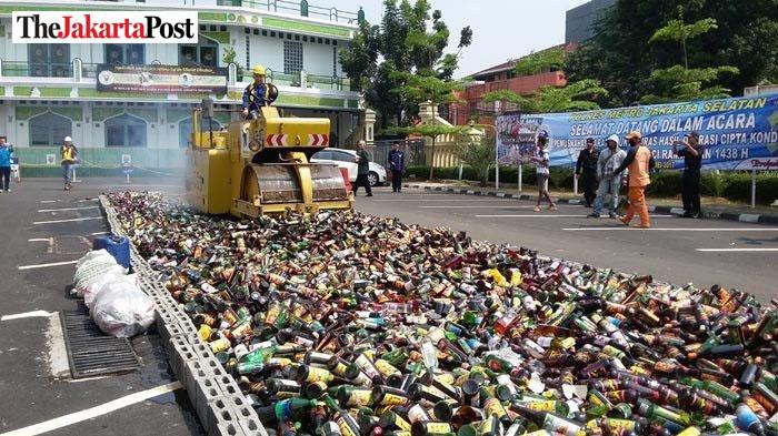 Alkohol und Umwelt vernichtet / Foto: Jakarta Post