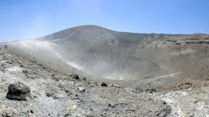 Deutscher fällt in den Krater